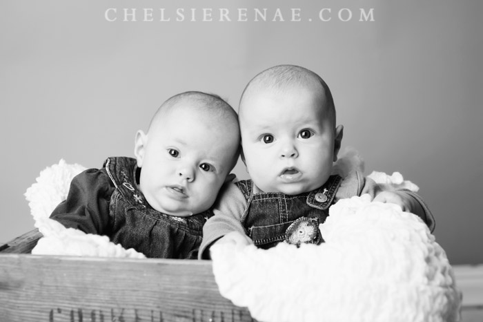 How adorable are these sisters!